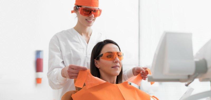 euronda-zahnarzt-schutzbrillen-behandlung